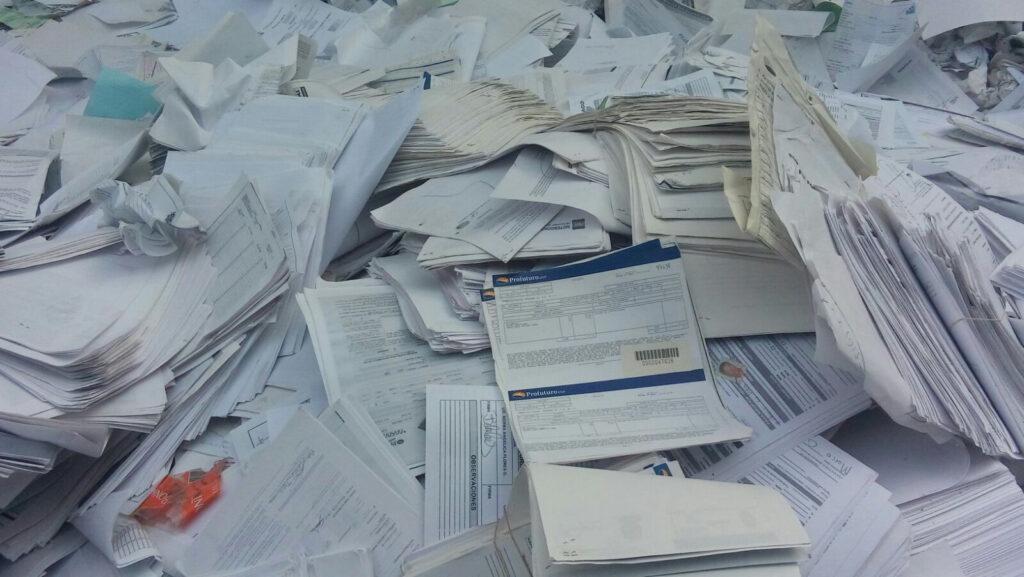 archivo muerto sustituido por las ventajas del archivo digital dijital para ser destruido